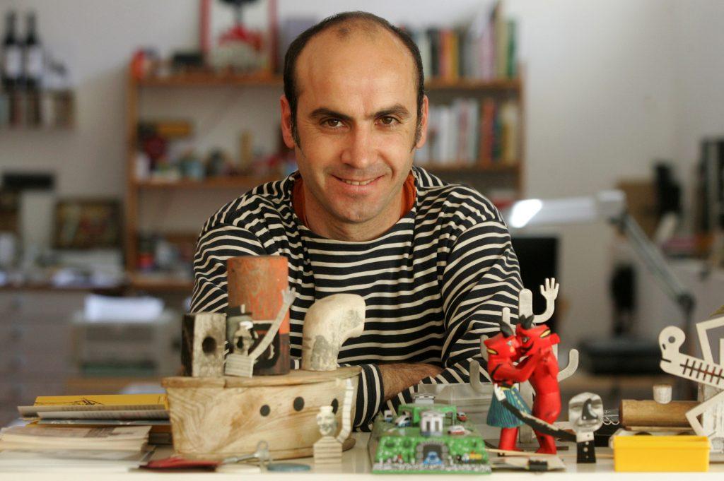 Isidro Ferrer, diseñador en su estudio de Huesca / Foto de Javier Blasco / 30-4-08