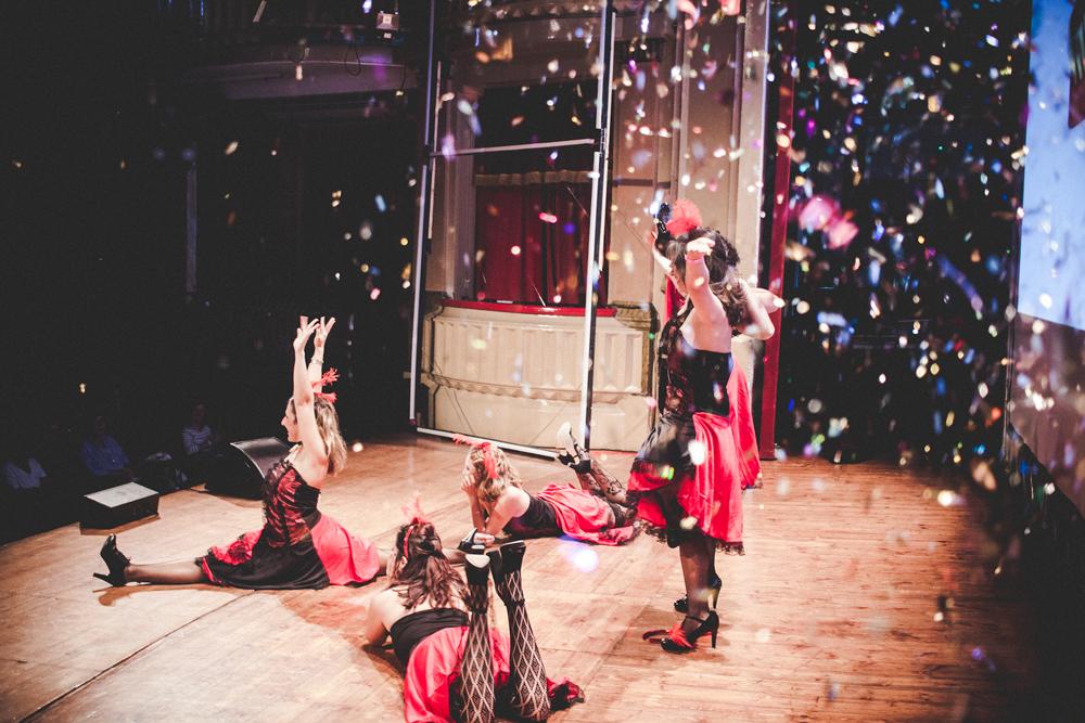 El Blanc Festival 2017 llega a Barcelona potenciando el talento creativo femenino - bailarinas escenario