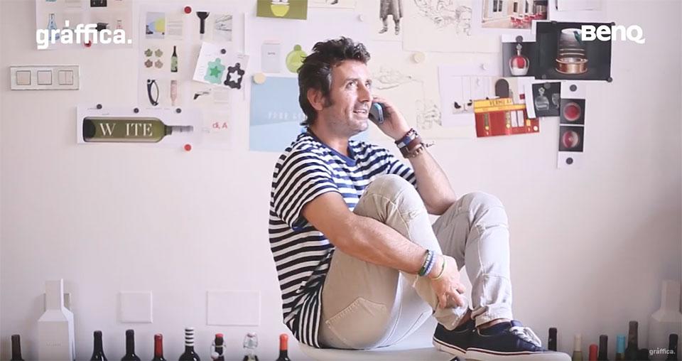 Espacios Creativos Eduardo del Fraile telefono hablando