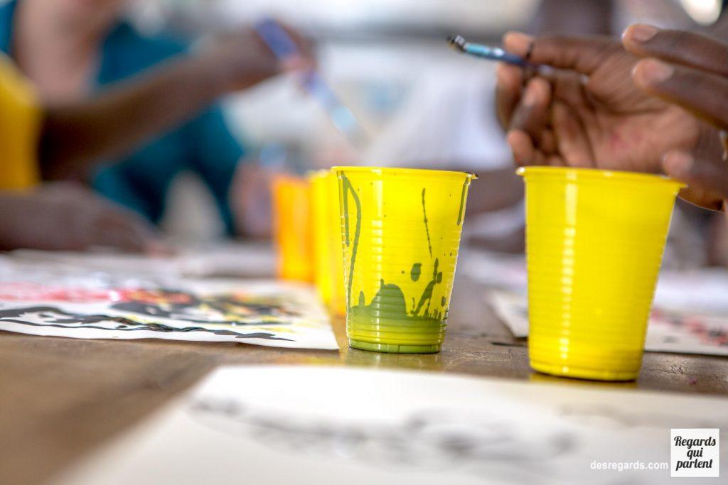 Fotografía del taller artístico organizado por Deud