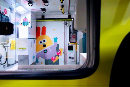¿Cómo decorar el interior de una ambulancia infantil? Esta es la propuesta del estudio de diseño Tado