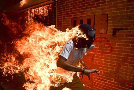 Premio World Press Photo 2018: el ganador es para la imagen de un venezolano envuelto en llamas