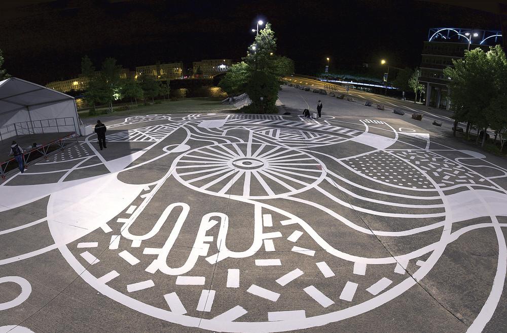 La pieza de street art realizada en la isla de Nantes para el evento de bicicleta.