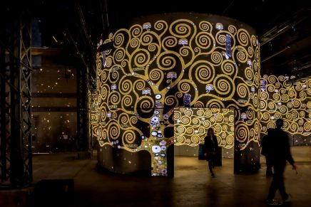 La exposición inmersiva de Gustav Klimt en el Atelier des Lumières
