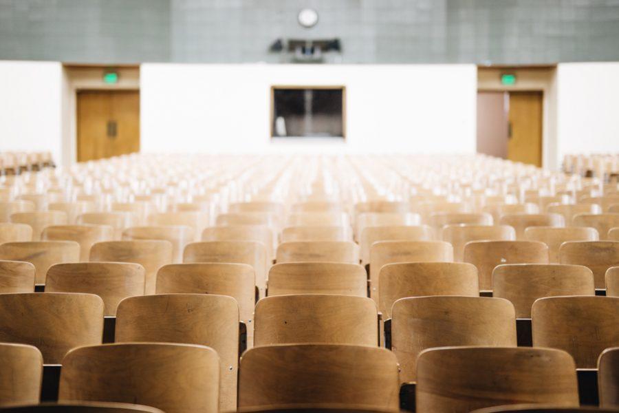 Los docentes opinan sobre la titulación exprés de los profesores de la Massana