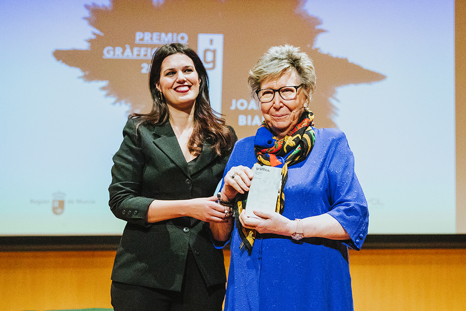 premios graffica 2018 joana biarnes posando