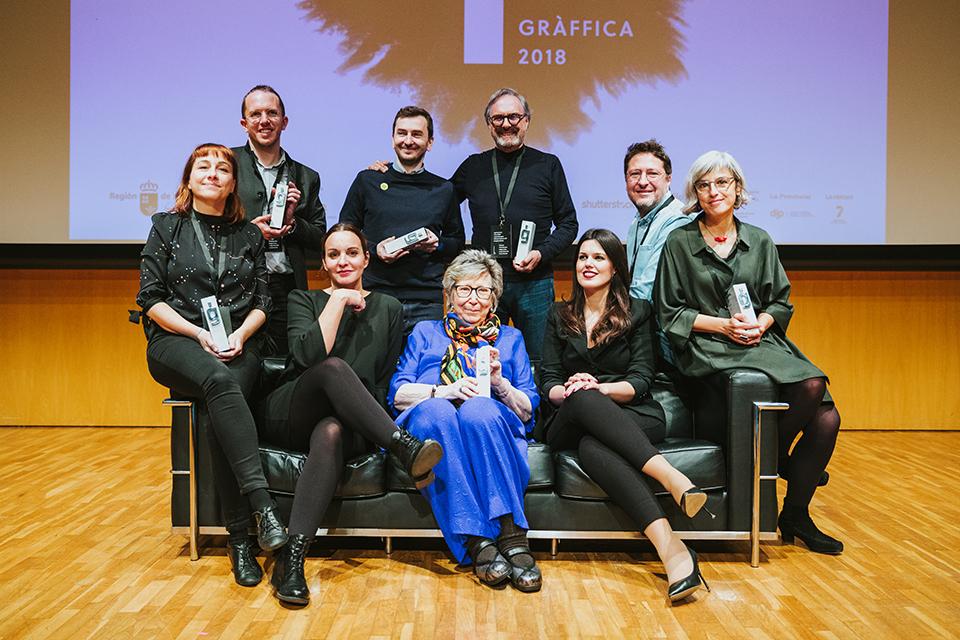 premios graffica 2018 todos premiados posando