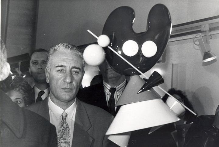 Luis Carballo junto a la mascota del Xacobeo  'El Peregrín'