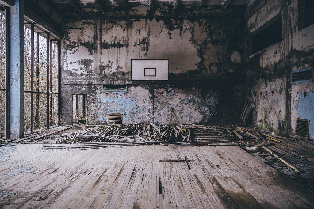 Cancha de baloncesto adyacente a la piscina, ubicada en vul. Sportyvna, 24.