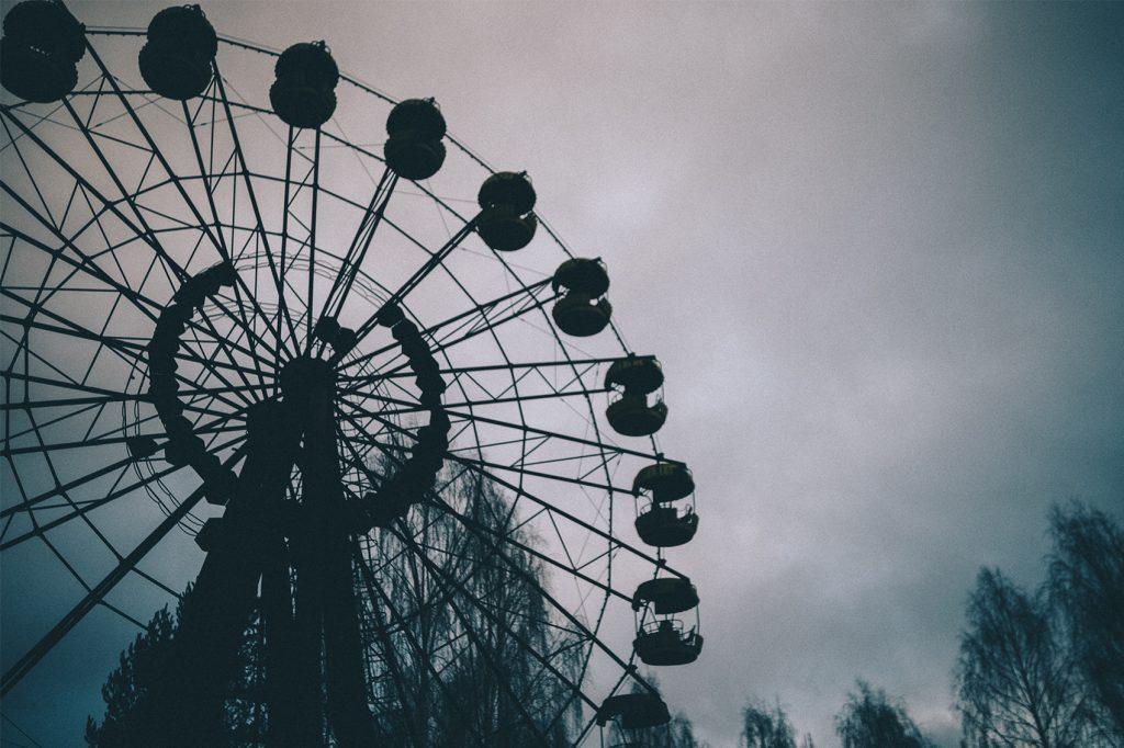 Noria del parque de atracciones de Prípiat. La inauguración del parque estaba prevista para el 1 de mayo de 1986 coincidiendo con el Día del Trabajador, fiesta nacional en la entonces Unión Soviética. Sin embargo, los planes de apertura se frustraron cuando el 26 de abril estalló la el reactor 4 de la Central nuclear de Chernóbil.