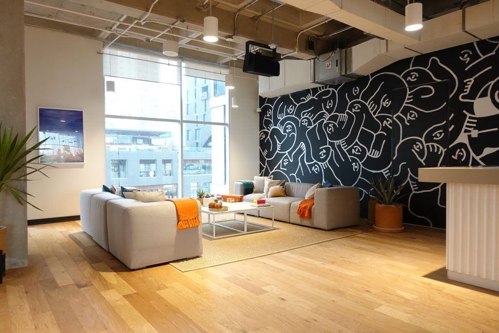 Efdot lleva el arte a los espacios de co-working