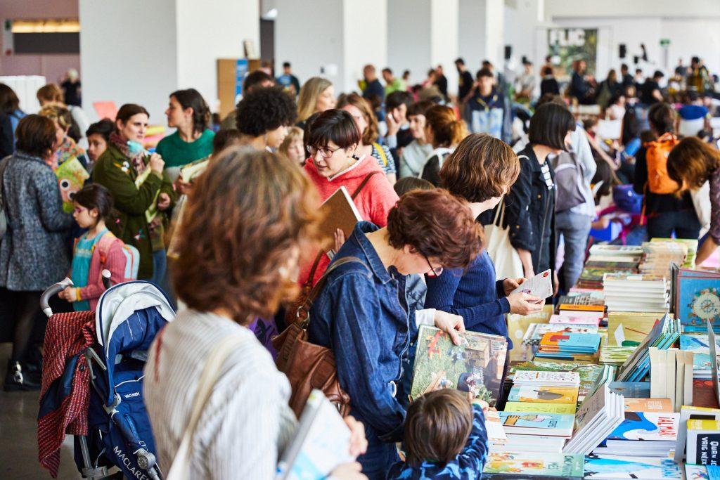 El FLIC Festival 2020 homenajea a los personajes singulares de la literatura ilustrada. Ambiente de la feria.