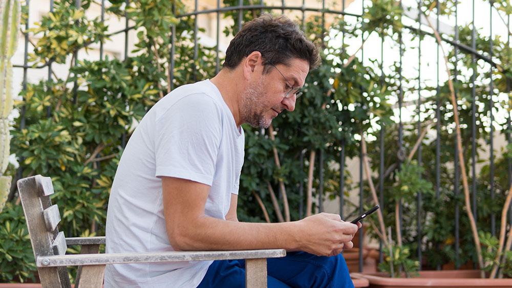 Víctor Palau probando el Google Pixel 4 XL de Google.
