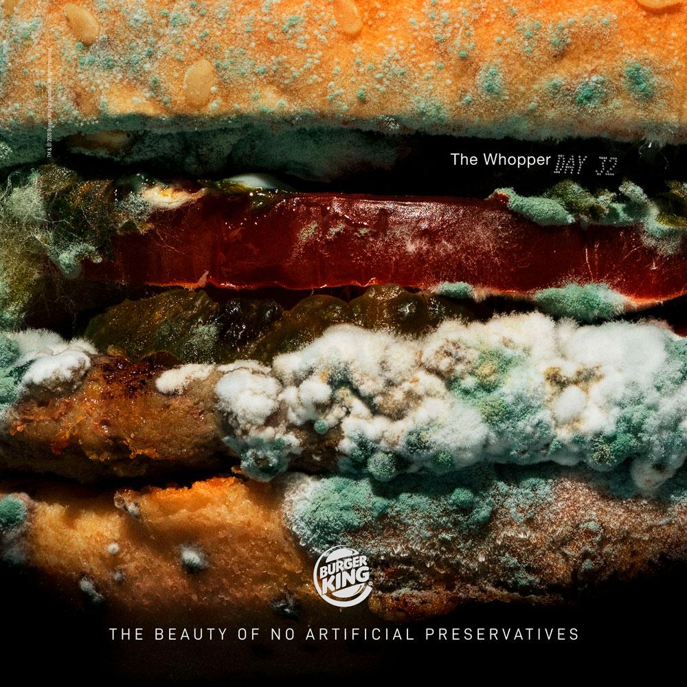 Regresar a lo natural. Es lo que Burguer King ha hecho con su nueva campaña en la que muestra una hamburguesa mohosa.