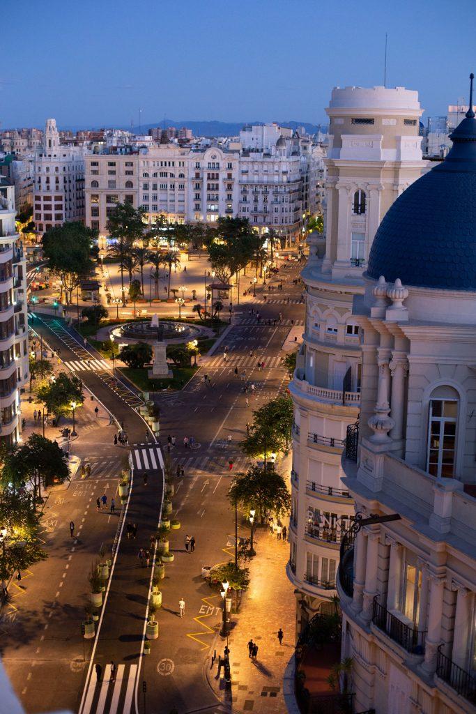 Vista nocturna de la nueva Plaza del Ayuntamiento de Valencia