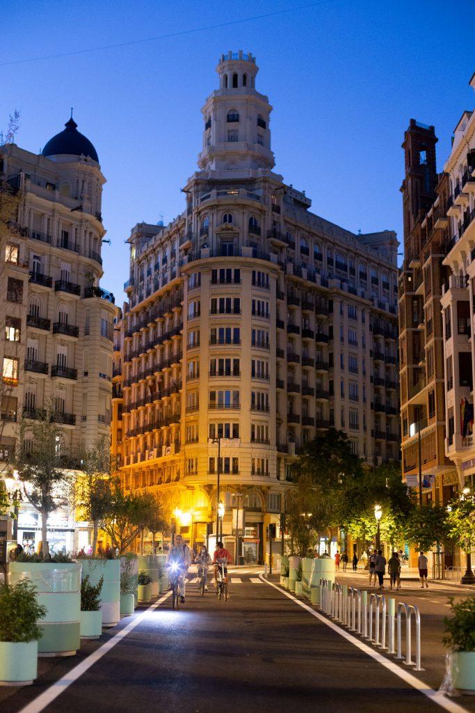 Nueva decoración de la Plaza del Ayuntamiento de Valencia