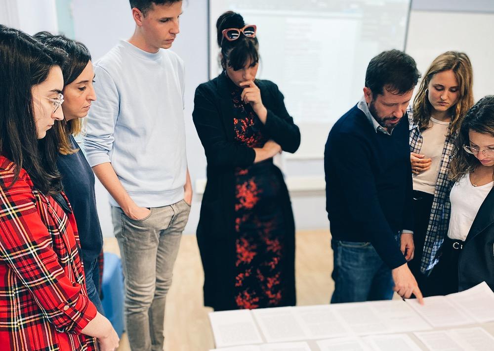 Enric Jardí con los alumnos del máster en Diseño Gráfico, Creatividad y Comunicación de Barreira A+D