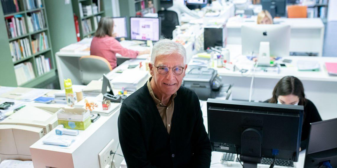 Pepe Gimeno en su estudio de diseño