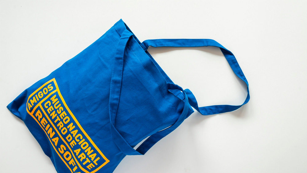 Bolsa con la nueva imagen de la Fundación Amigos Museo Reina Sofía