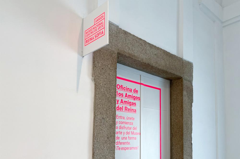 Señalética con la nueva imagen de la Fundación Amigos Museo Reina Sofía