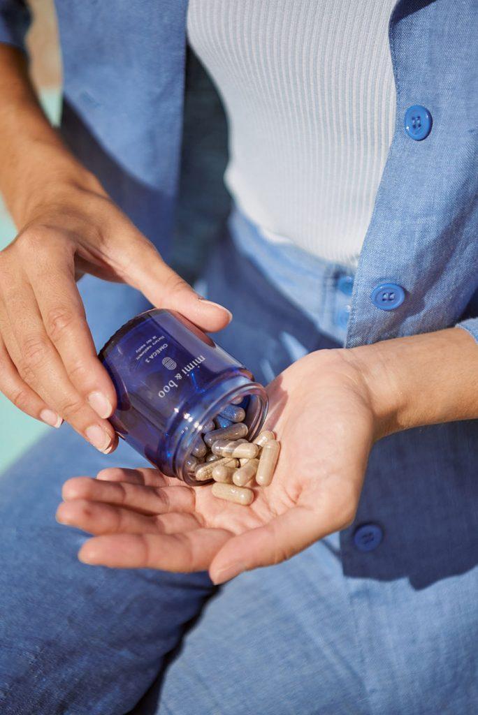 ¿Cómo diseñar una marca de suplementos alimenticios Premium? - frasco con las cápsulas
