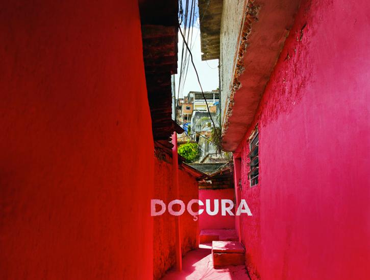 Excelente mix de tipografía y color para dar luz las favelas de Vila Brâsilandia