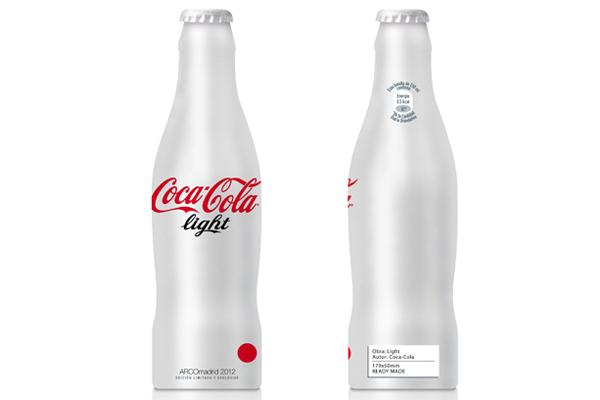 la botella de coca-cola light llega a arco como pieza de colección